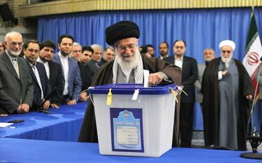 همه مردم با بصیرت و به قصد افزایش اعتبار و عزت ملی در انتخابات شرکت و دشمن را مأیوس کنند