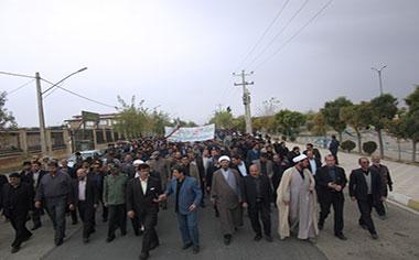 راهپیمایی یوم ا… ۱۳آبان با حضور پرشور دانش آموزان در قهاوند برگزار شد